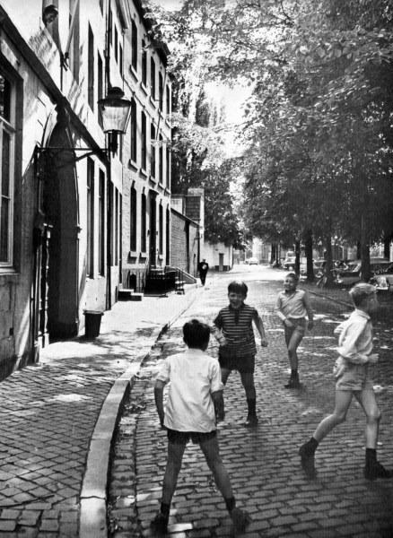 grote-loierstraat-c2b11970-spelende-kinderen