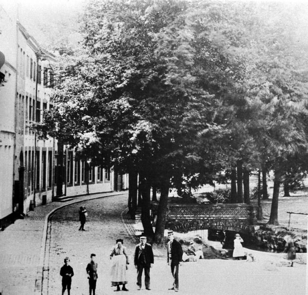 grote-looierstraat-met-jeker-1899