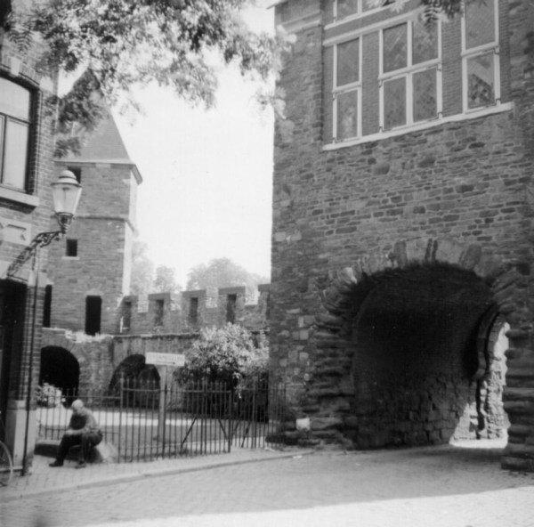 st-bernardusstr-ingang-helpoort-1960
